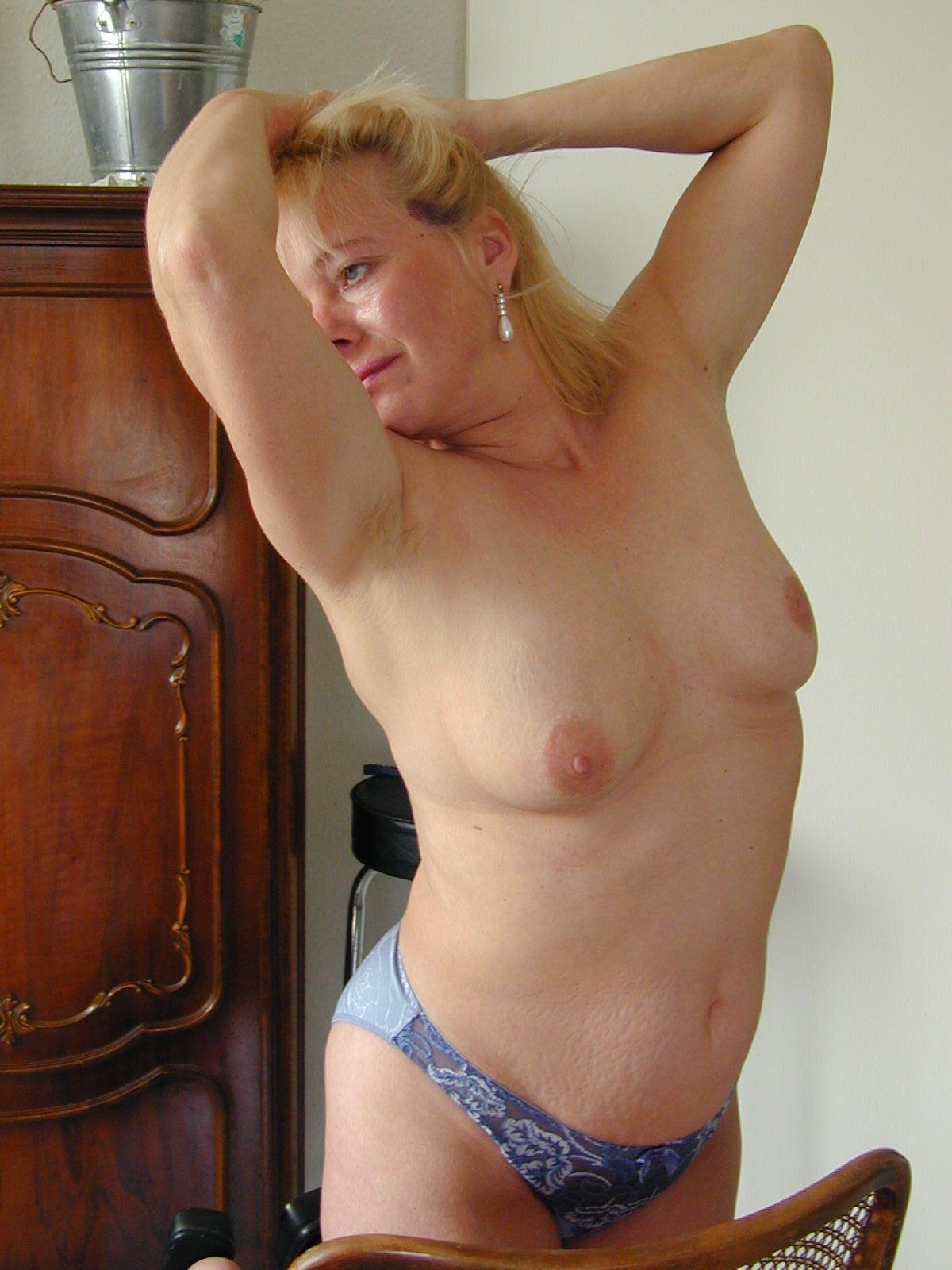 Frau in reizvoller Pose